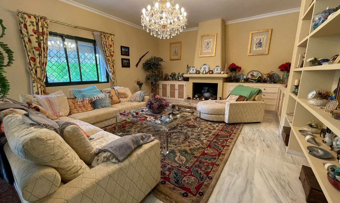 V221 Inmobiliaria Bobis Villa Nagueles Marbella dormitorio 3