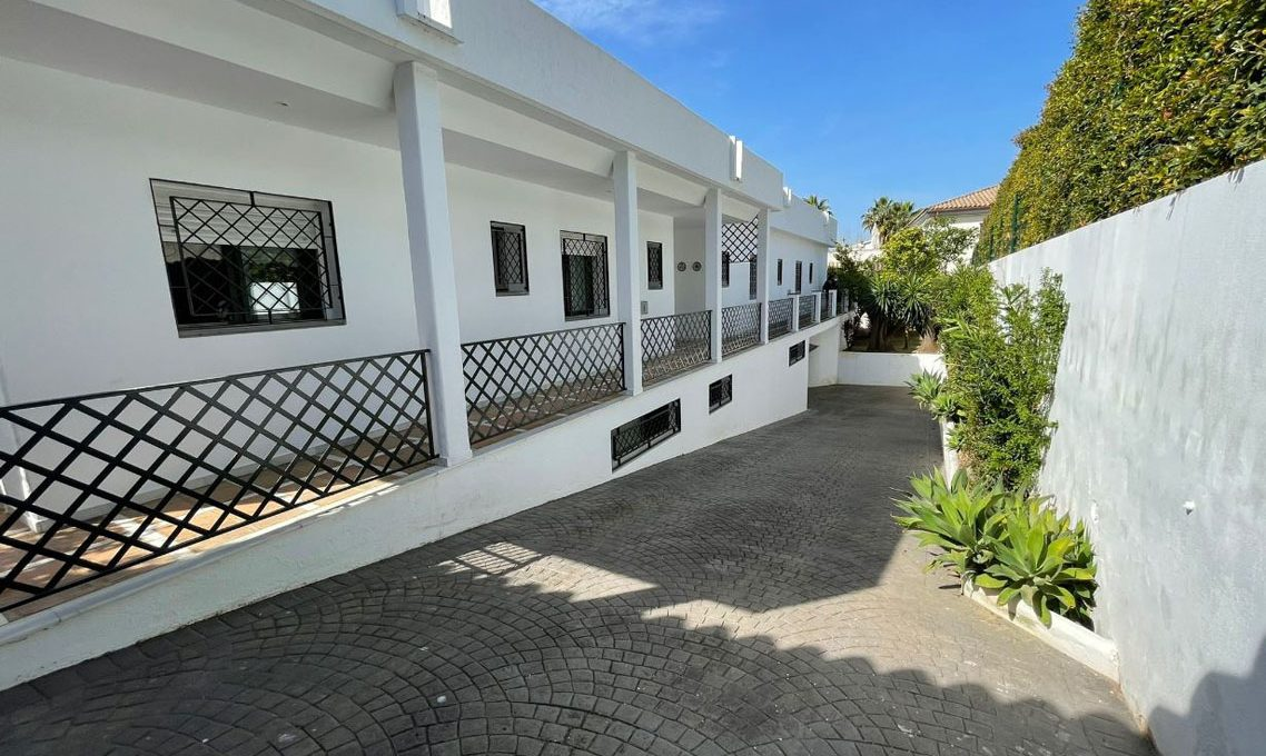 V221 Inmobiliaria Bobis Villa Nagueles Marbella garaje