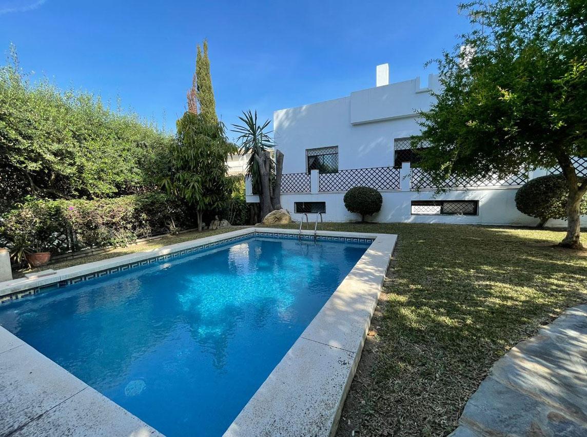 V221 ¨Gran Villa en Nagueles¨ en una zona super tranquila.